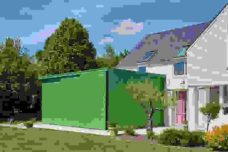 Conservatory by Camélia Alex-Letenneur Architecture Design Paysage, Modern Wood-Plastic Composite
