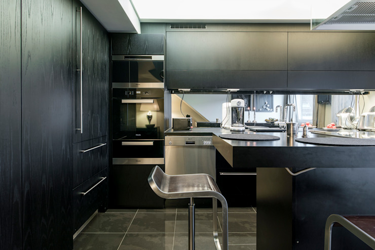 Ohlde Interior Design Built-in kitchens Wood Black