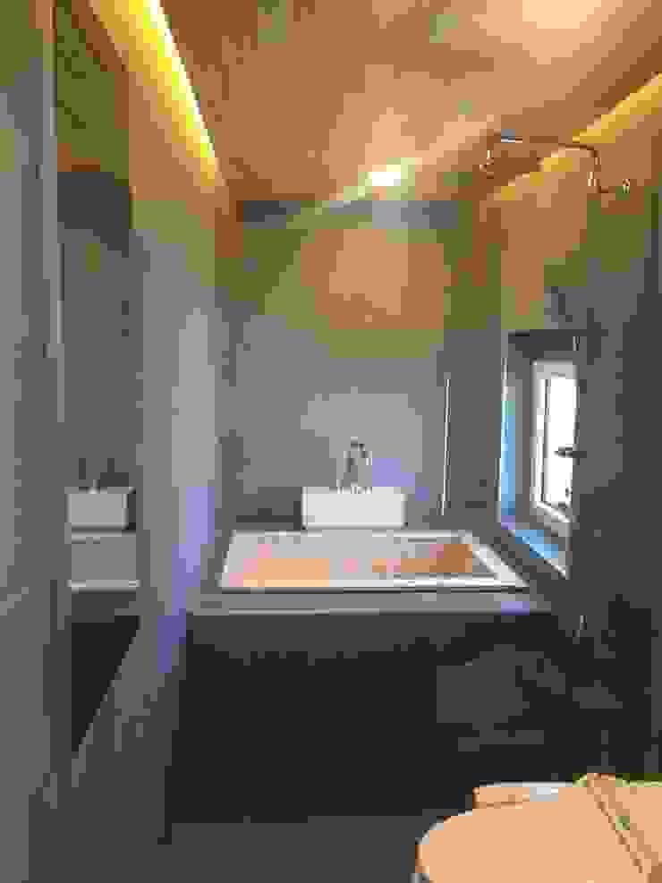 히노끼 욕조가 설치된 2층 욕실 (1) 모던스타일 욕실 by MetaPhora Co.,LTD 모던