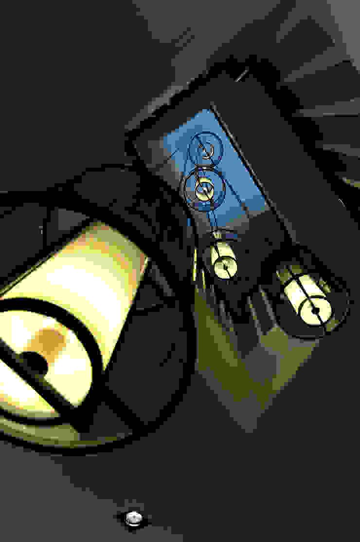 梯間 現代風玄關、走廊與階梯 根據 原形空間設計 現代風