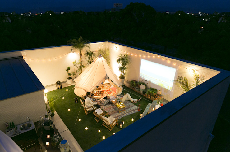 Eclectic style balcony, veranda & terrace by オレンジハウス Eclectic