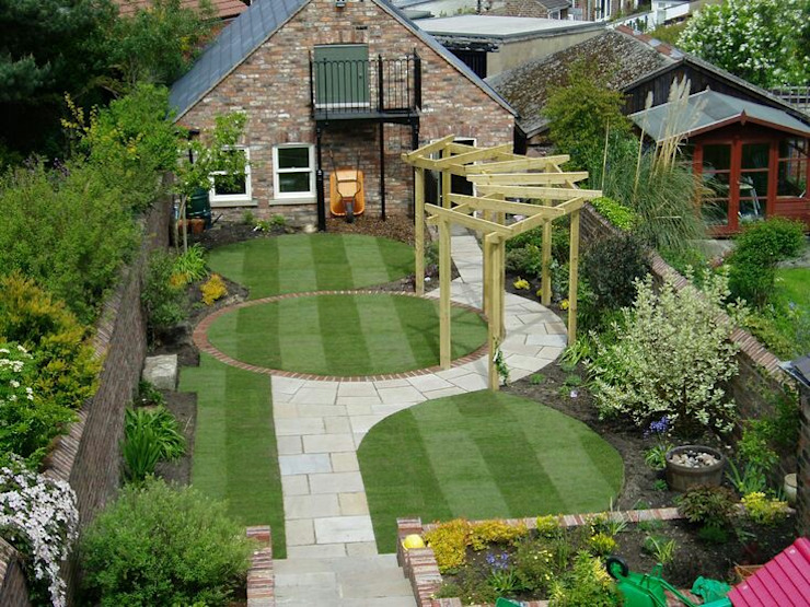 Small residential garden design من Town and Country Gardens حداثي