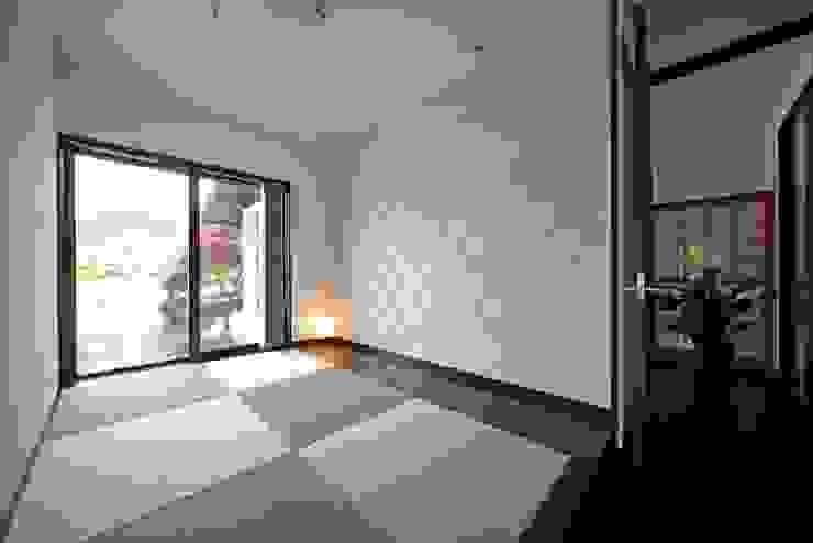 (仮称)緑豊かな郊外に建つ和モダンの住まい: やまぐち建築設計室が手掛けた和室です。