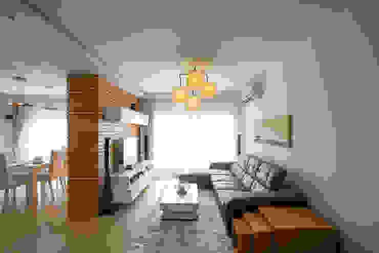 Living Area by CUBEArchitects Мінімалістичний Дерево Дерев'яні