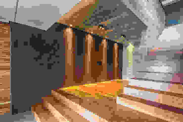 Rustic style corridor, hallway & stairs by Belas Artes Estruturas Avançadas Rustic Iron/Steel