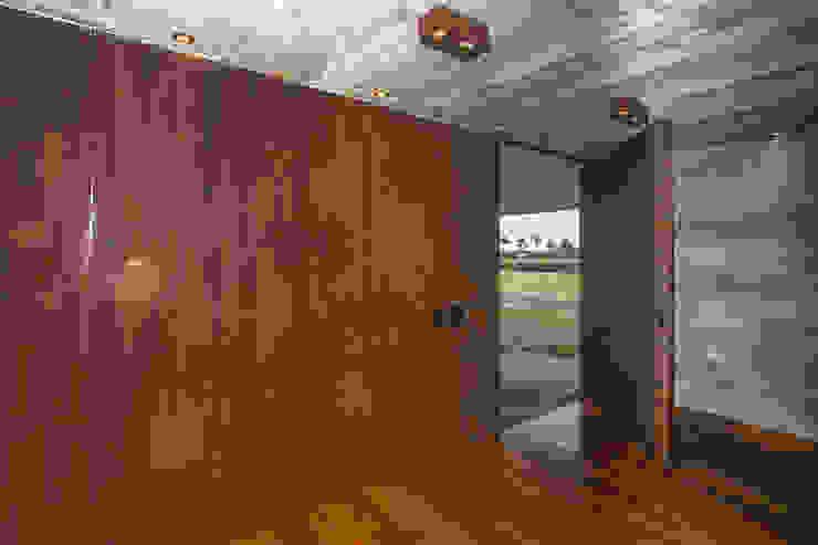 Inside doors by Belas Artes Estruturas Avançadas, Rustic آئرن / اسٹیل