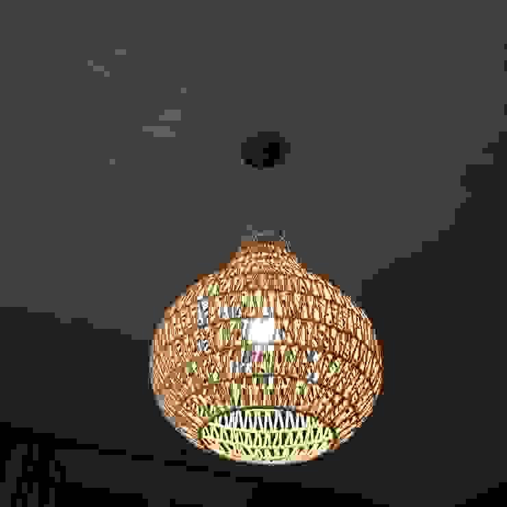 Sprekende plafondlamp: modern  door Vine Home Design, Modern