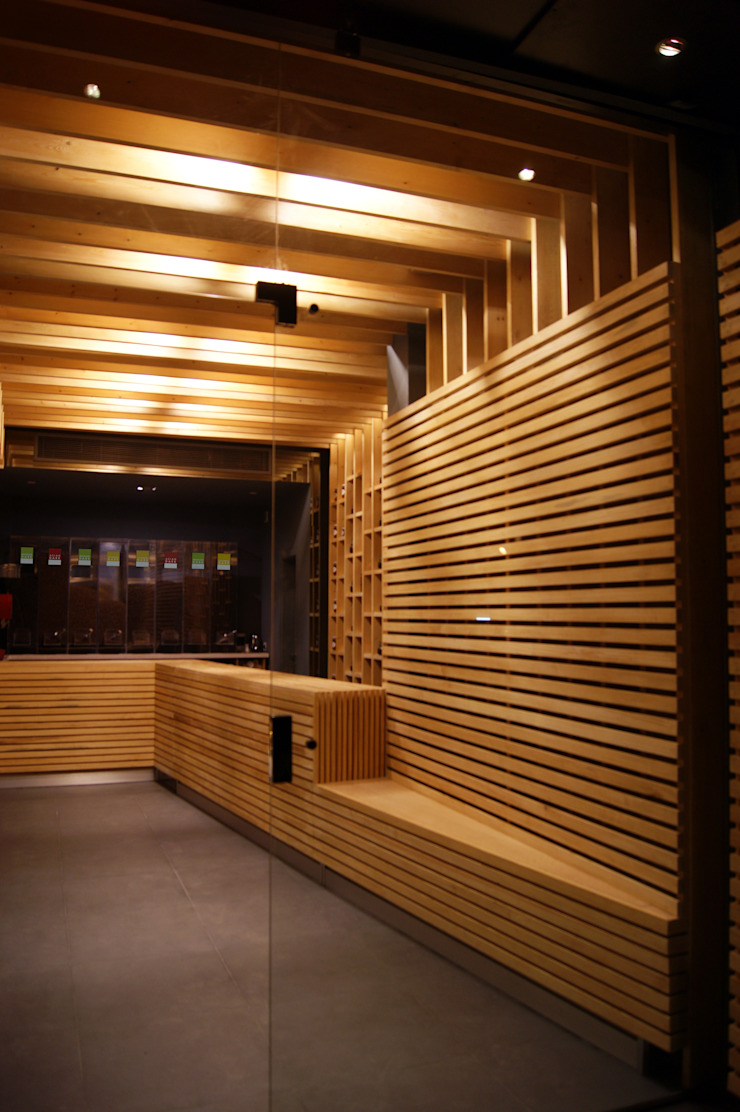 Shop Interior Ruang Komersial Modern Oleh CUBEArchitects Modern