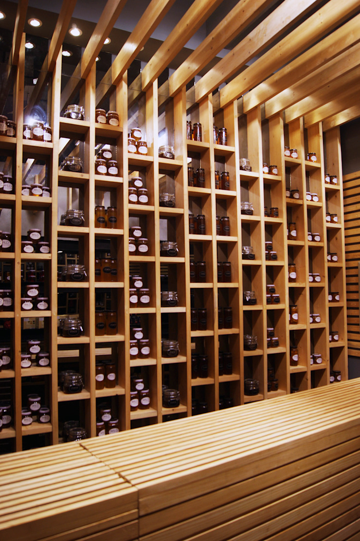 Honey Display Unit Ruang Komersial Modern Oleh CUBEArchitects Modern