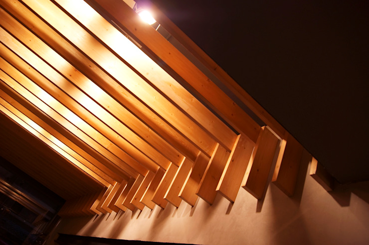 Interior Wood Beams Spazi commerciali moderni di CUBEArchitects Moderno