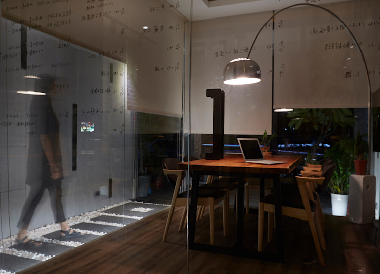 Modern offices & stores by 陳府設計 Chenfu Design Modern