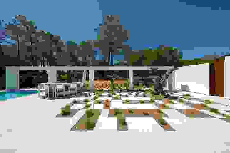 Villa Almancil Jardins minimalistas por Jardíssimo Minimalista
