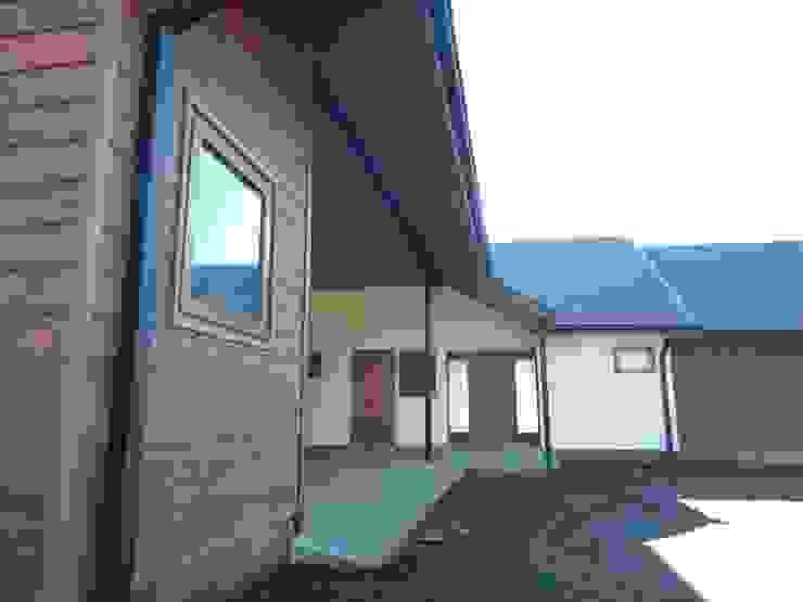 Casa El Huertón Garajes de estilo rural de San Cristobal hnos constructora Rural