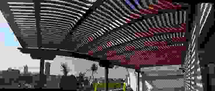 Pérgola y marimbado de madera. Tlalpan: Terrazas de estilo  por Materia Viva S.A. de C.V.,