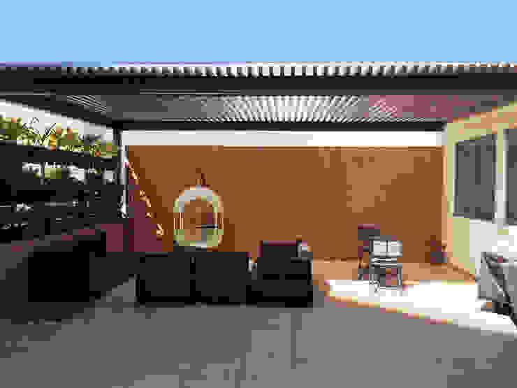 Pergolas Balcones y terrazas modernos de Productos Cristalum Moderno Aluminio/Cinc