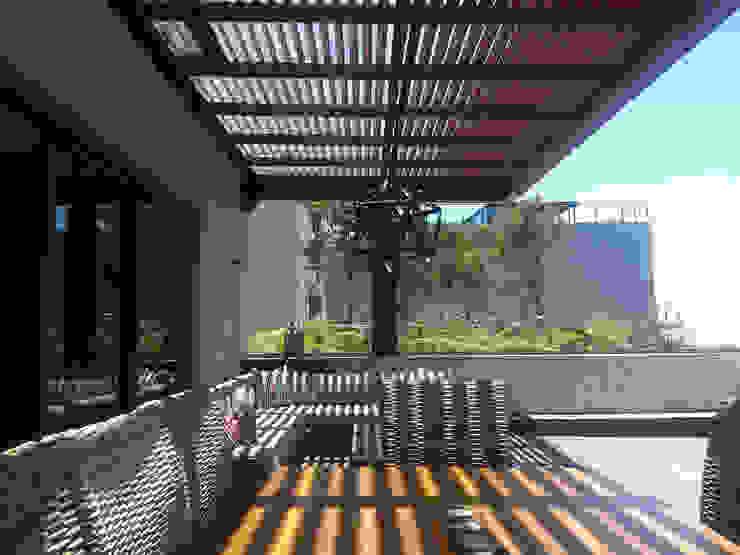 Balcones y terrazas modernos de Productos Cristalum Moderno Aluminio/Cinc