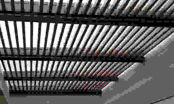 Pérgola Pasillos, vestíbulos y escaleras modernos de Productos Cristalum Moderno Aluminio/Cinc