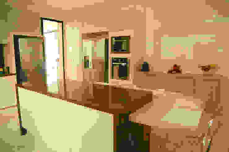 クラシックデザインの キッチン の Cia de Arquitetura クラシック