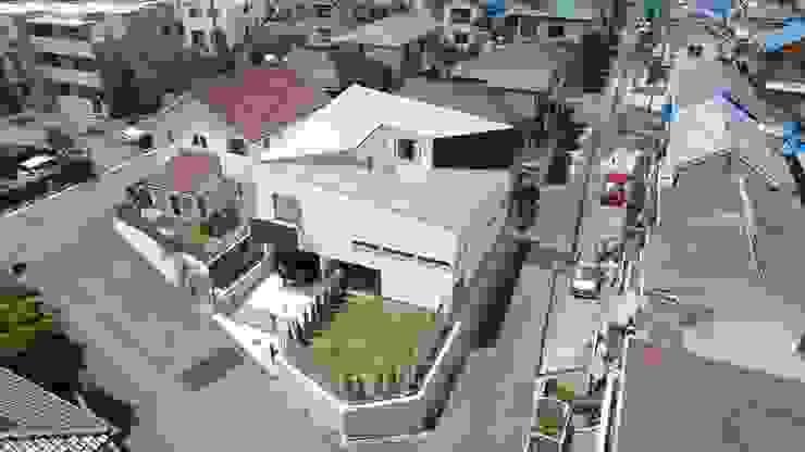 Atap by 前田敦計画工房