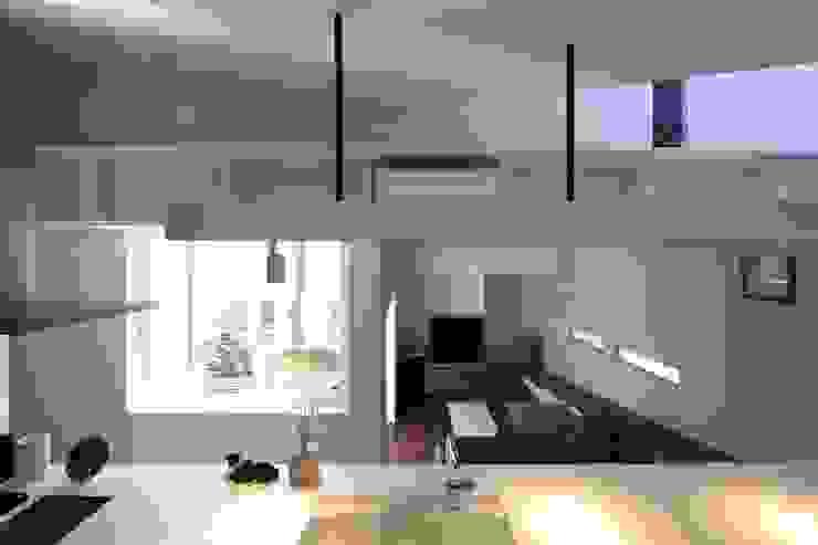 スロープの家・卍(愛犬家・愛猫家住宅) Moderne Schlafzimmer von 前田敦計画工房 Modern