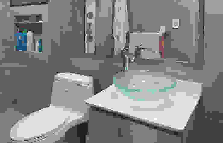 Baño moderno: Baños de estilo  por Remodelar Proyectos Integrales,