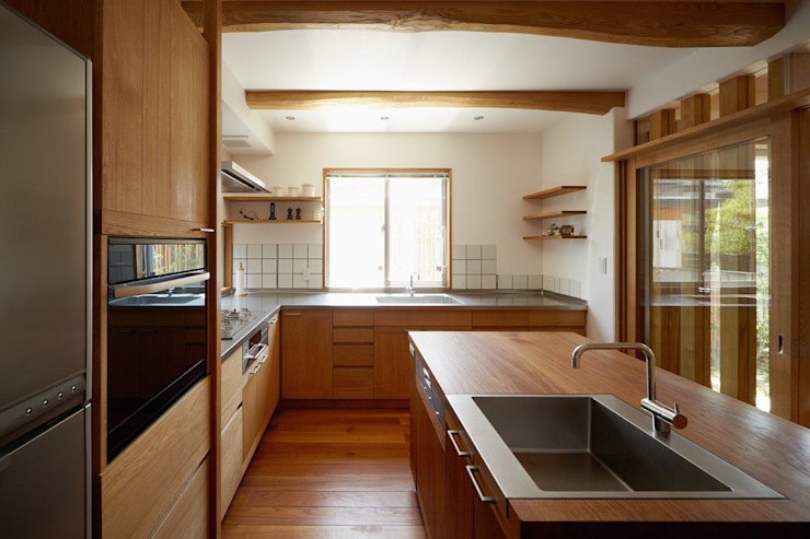 Nhà bếp phong cách hiện đại bởi 竹内建築設計事務所 Hiện đại