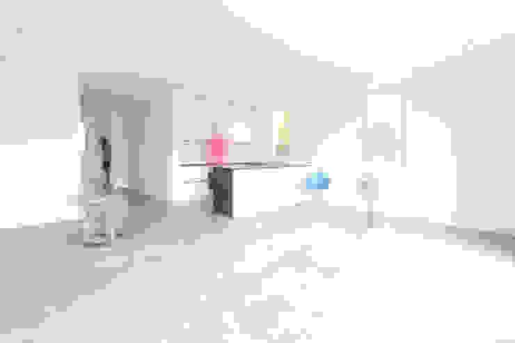 Ruang Makan Minimalis Oleh Neugebauer Architekten BDA Minimalis