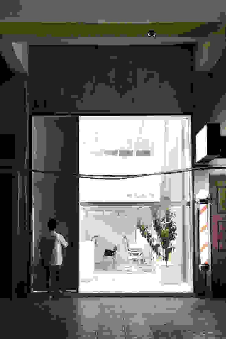 Brooklyn Barbershop, Cemara Asri Branch Kantor & Toko Minimalis Oleh KERA Design Studio Minimalis