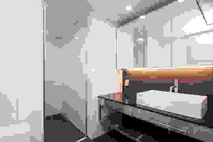 자양동 삼성아파트 / 32평형 아파트 인테리어 모던스타일 욕실 by 오락디자인 모던