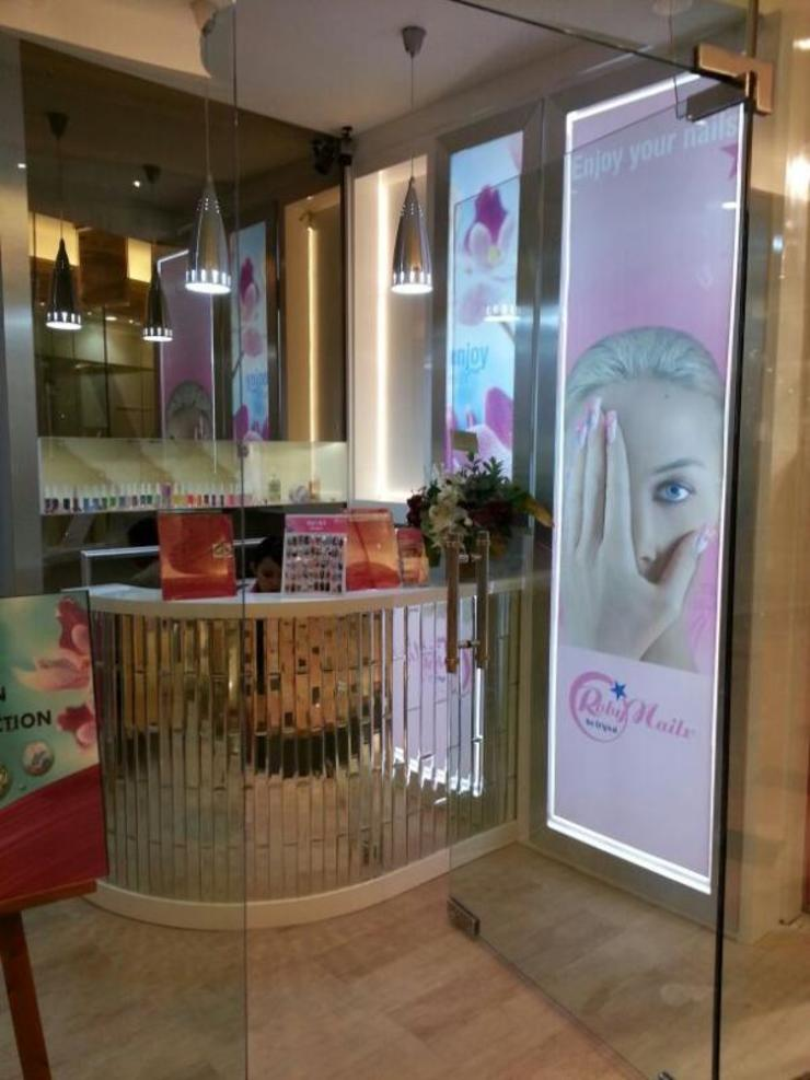 Front counter Ruang Komersial Modern Oleh Kottagaris interior design consultant Modern
