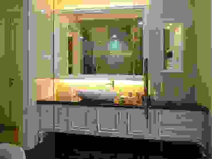 Lavatory area Kamar Mandi Klasik Oleh Kottagaris interior design consultant Klasik