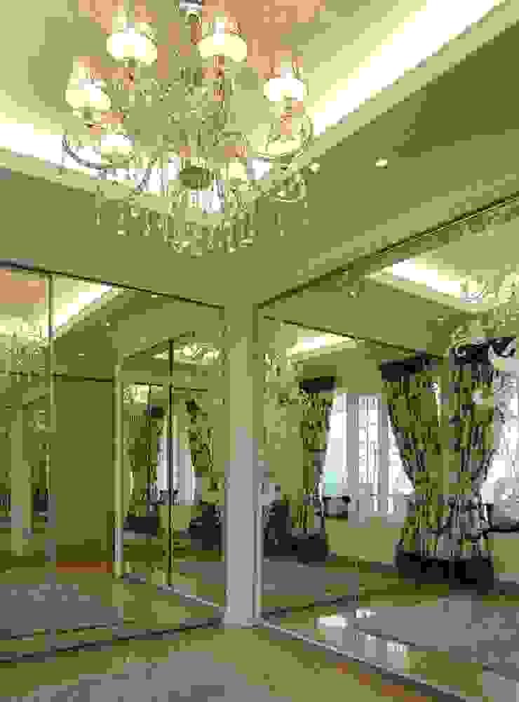 Walk in closet area Ruang Ganti Klasik Oleh Kottagaris interior design consultant Klasik