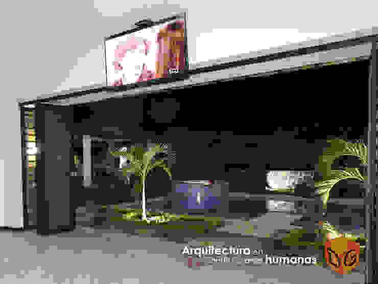 DG ARQUITECTURA COLOMBIA Giardino con piscina Piastrelle Blu