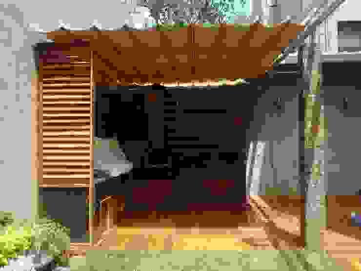 Toldo plegable en CDMX, un cambio radical.: Jardines de estilo  por Materia Viva S.A. de C.V.,