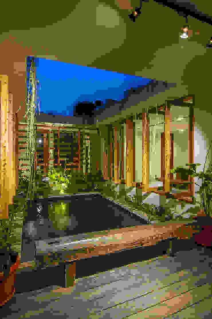 pond terrace:modern  oleh e.Re studio architects, Modern