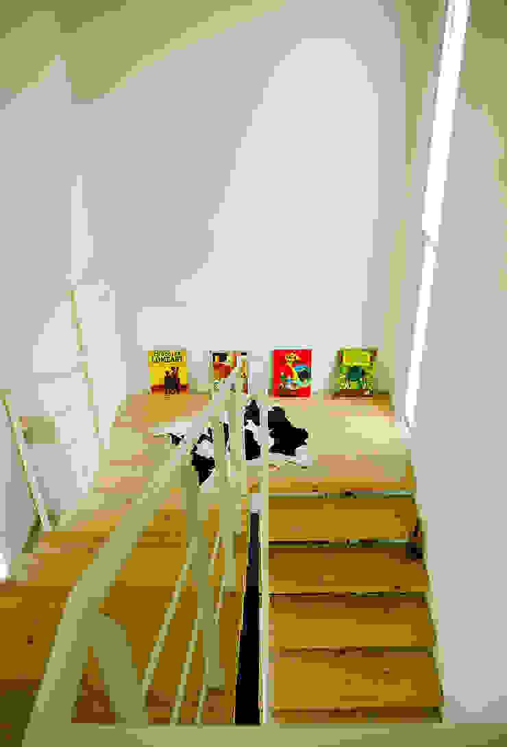 b66 house Koridor & Tangga Modern Oleh e.Re studio architects Modern
