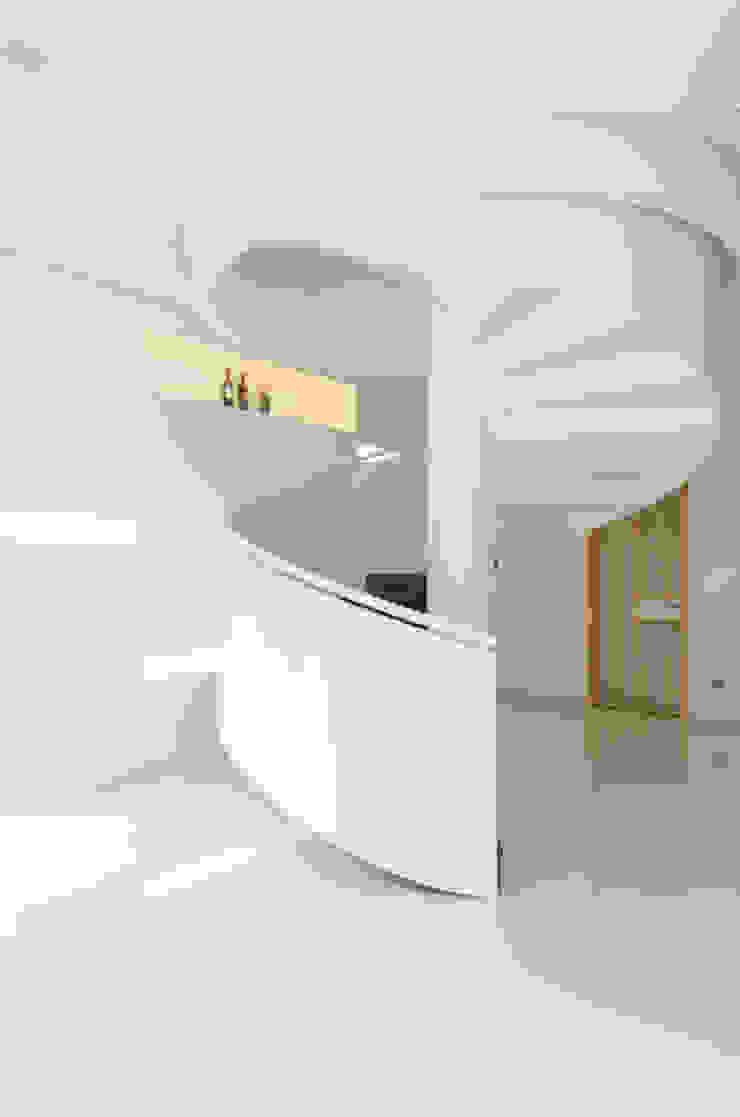 ห้องโถงทางเดินและบันไดสมัยใหม่ โดย e.Re studio architects โมเดิร์น
