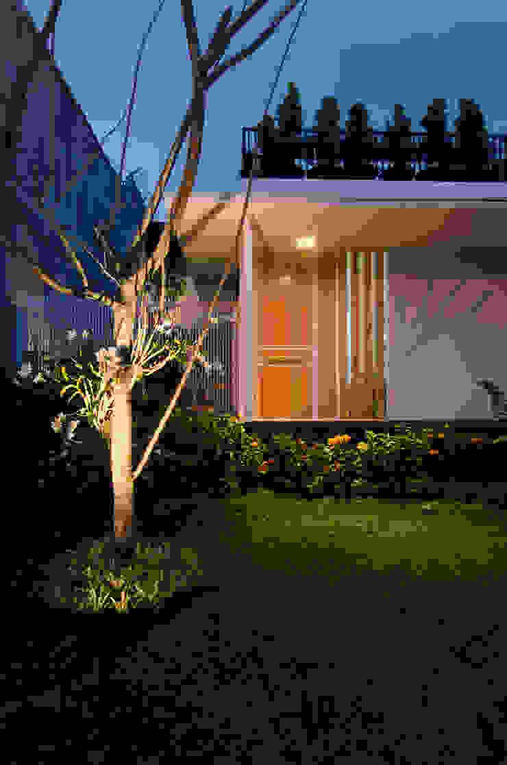 Casas estilo moderno: ideas, arquitectura e imágenes de e.Re studio architects Moderno