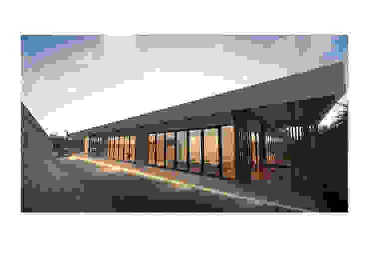 Tampak Depan VW Villa:modern  oleh Solid+ Design Studio, Modern