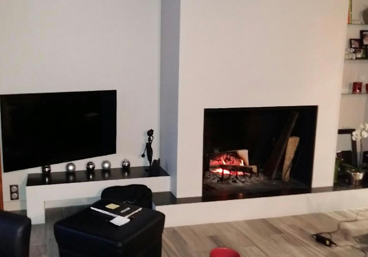L'Armoire aux Patines Living roomFireplaces & accessories