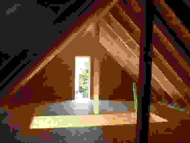 Modernisierung und Umbau eines Zweifamilienwohnhauses TE a r c h i t e k t u r b ü r o grimm Dach