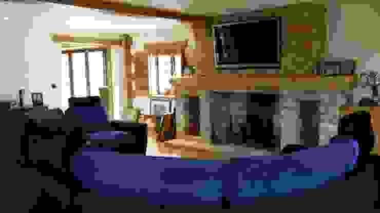 Modern room with a rustic twist. Quatropi ltd Living roomSofas & armchairs Silk Black