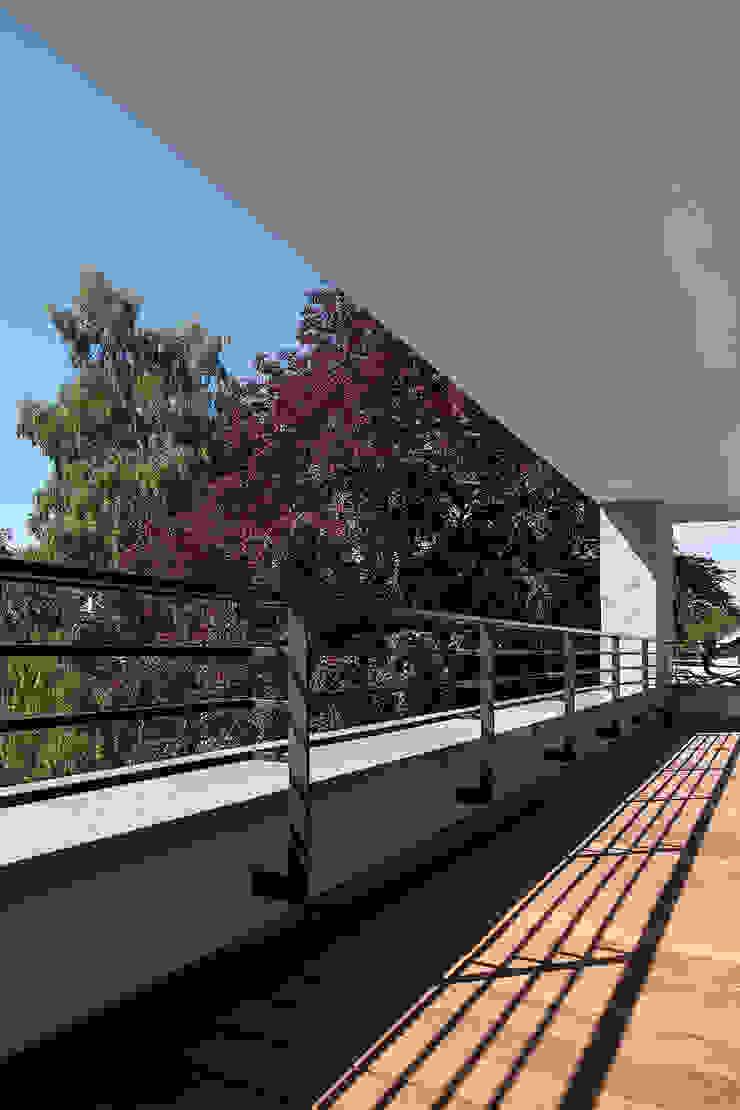 FFM-ARCHITEKTEN. Tovar + Tovar PartGmbB Modern balcony, veranda & terrace