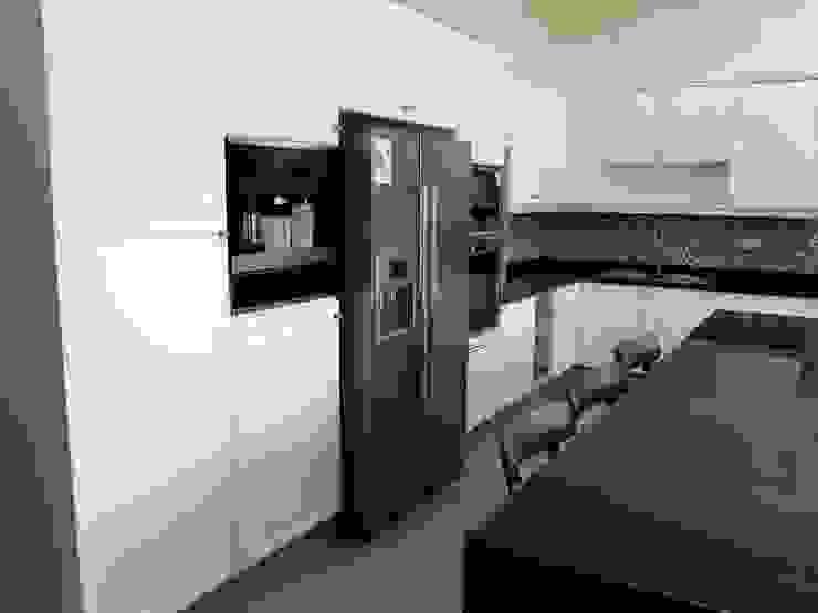 Muebles cocina lacada blanca. Artefactos Bosch de ABS Diseños & Muebles Clásico