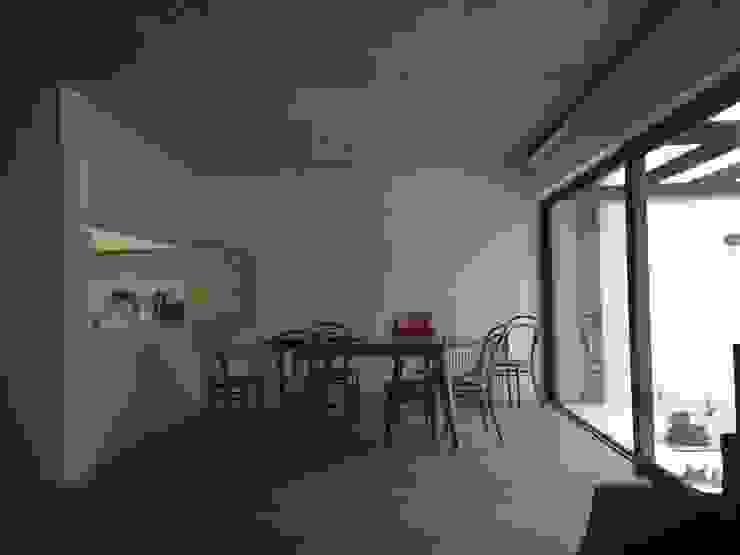 CASA BARTOLOME SHARP Dormitorios de estilo minimalista de [ER+] Arquitectura y Construcción Minimalista