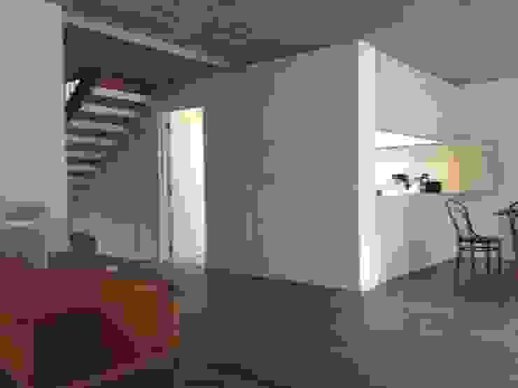 CASA BARTOLOME SHARP Livings de estilo minimalista de [ER+] Arquitectura y Construcción Minimalista