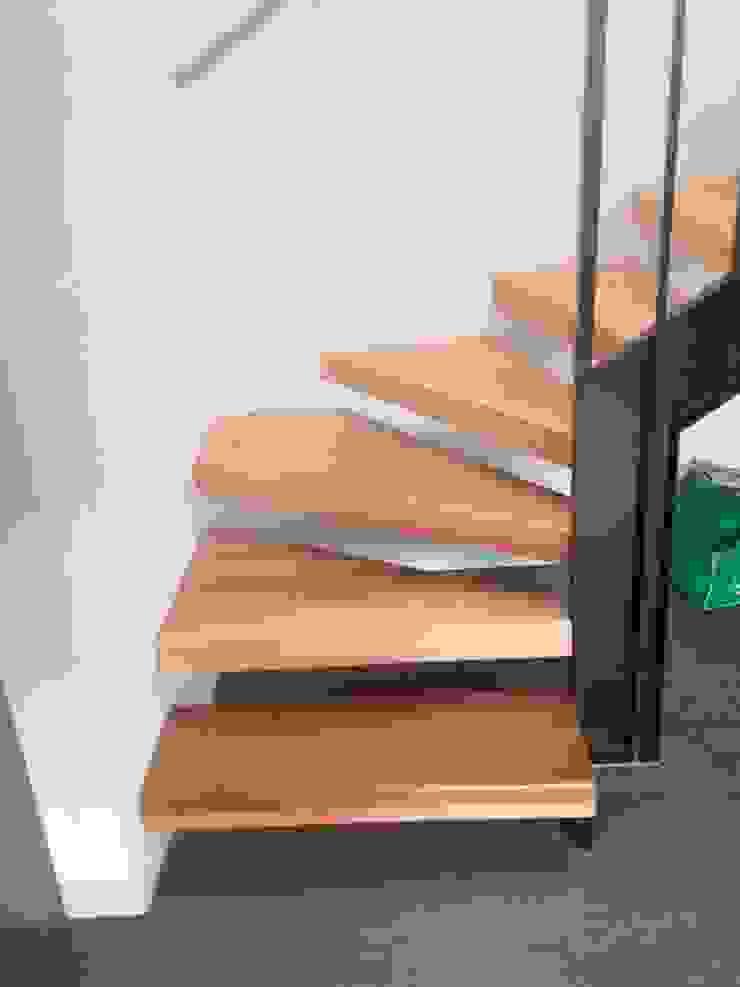 CASA BARTOLOME SHARP Pasillos, halls y escaleras minimalistas de [ER+] Arquitectura y Construcción Minimalista