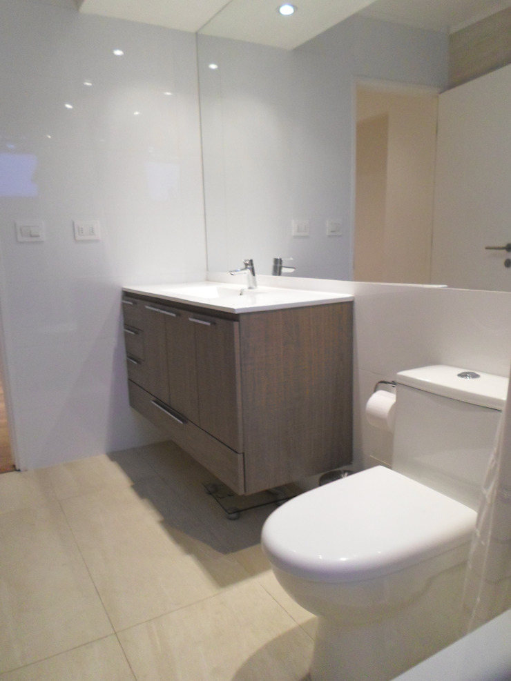 CASA BELLO HORIZONTE Baños de estilo minimalista de [ER+] Arquitectura y Construcción Minimalista