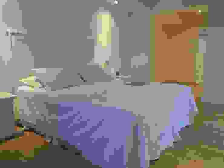 [ER+] Arquitectura y Construcción Minimalist bedroom
