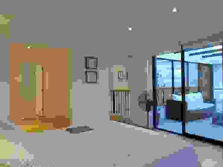 CASA BELLO HORIZONTE Dormitorios de estilo minimalista de [ER+] Arquitectura y Construcción Minimalista